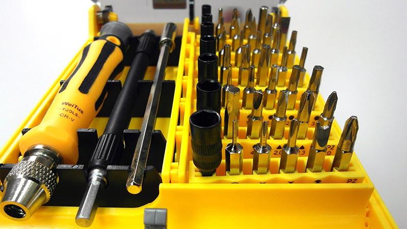 electronic-toolkit-screwdriver-set-workbench